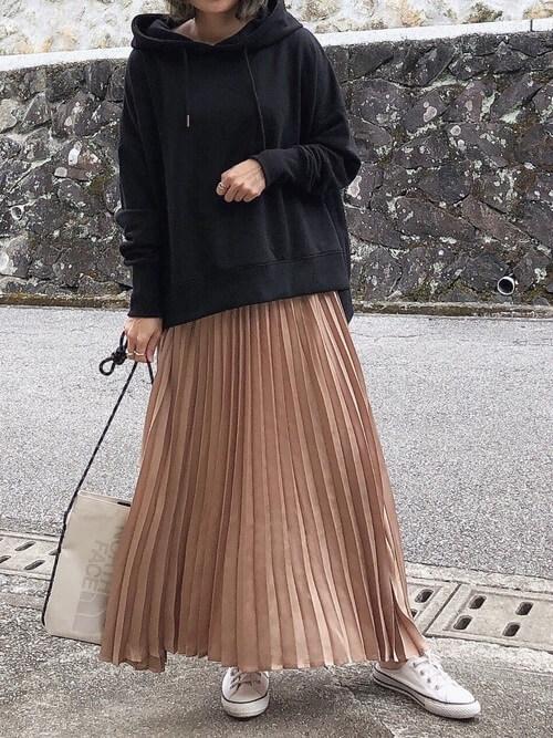 パーカーで秋に着こなすおすすめの色:黒色(ブラック)
