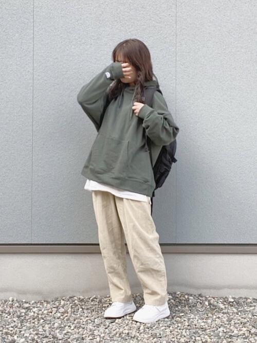 パーカーで秋に着こなすおすすめの色:緑色(グリーン)