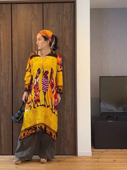 エスニックファッションのおしゃれな着こなし方:色を統一する!