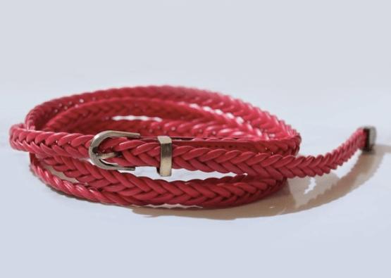 レディースのベルトで使いやすい色:赤色