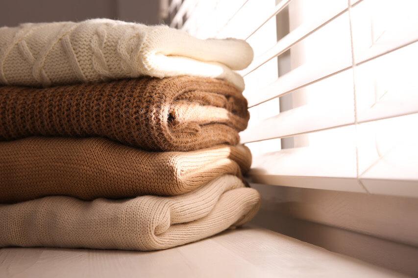 ニット・セーターを秋に着こなすコツ?(素材感)