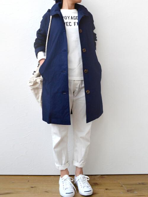 ショップコートの着こなし方:裾のロールアップで軽やかに!