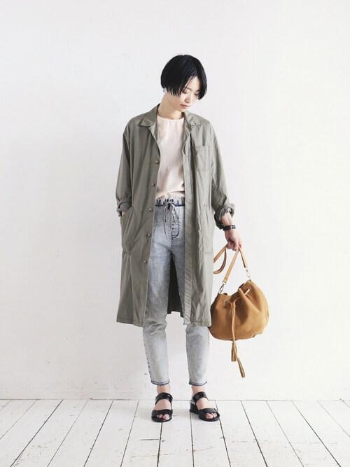 ショップコートの着こなし方:スキニーパンツと合わせる