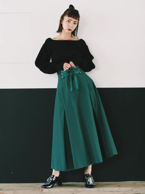 コルセットスカートのおしゃれな着こなし方:フレアマキシ丈で体型カバー