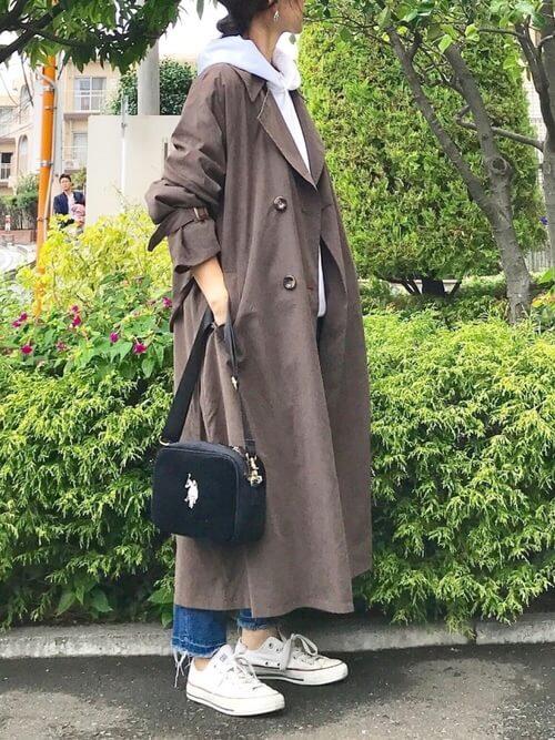 春のトレンチコートはいつから着る?:3月:冬服着用時のインナーを活用!