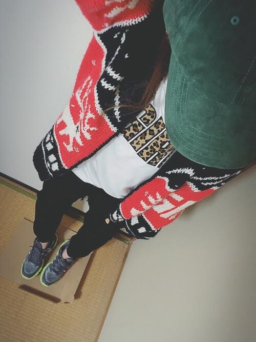 プリントTシャツ×ジャージーパンツ