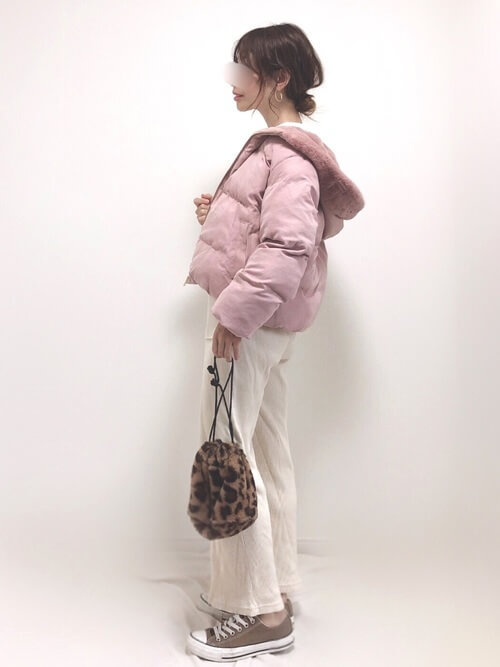 ピンクのダウンジャケット×