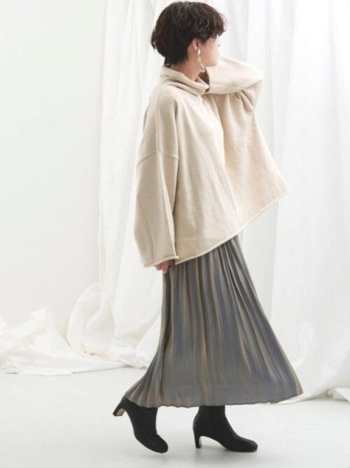 青系のメタリックスカート