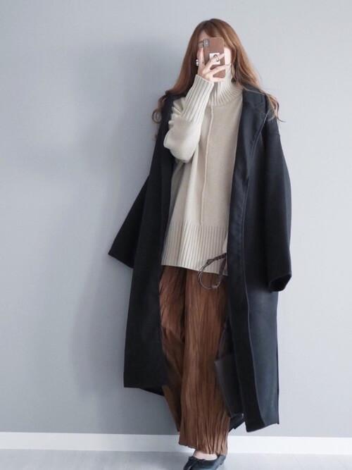 ガウンコートの着こなし方:大人っぽく見せるなら黒がベスト!