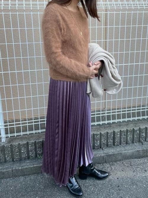 パープルのメタリックスカート