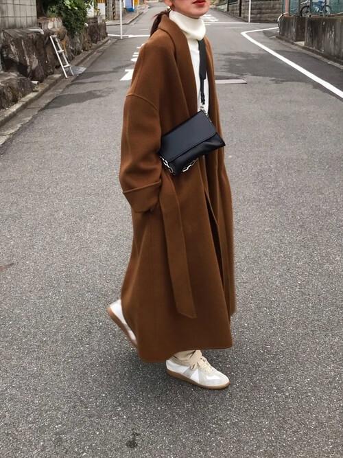 ガウンコートの着こなし方:ブラウンで格上げスタイル!