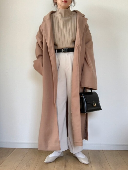 ガウンコートの着こなし方:ベージュでやわらかい女性らしさを!