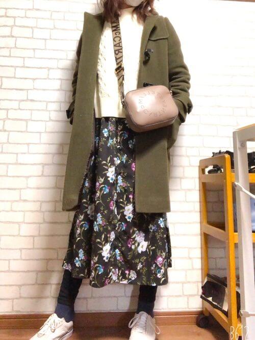 花柄スカート×スニーカー