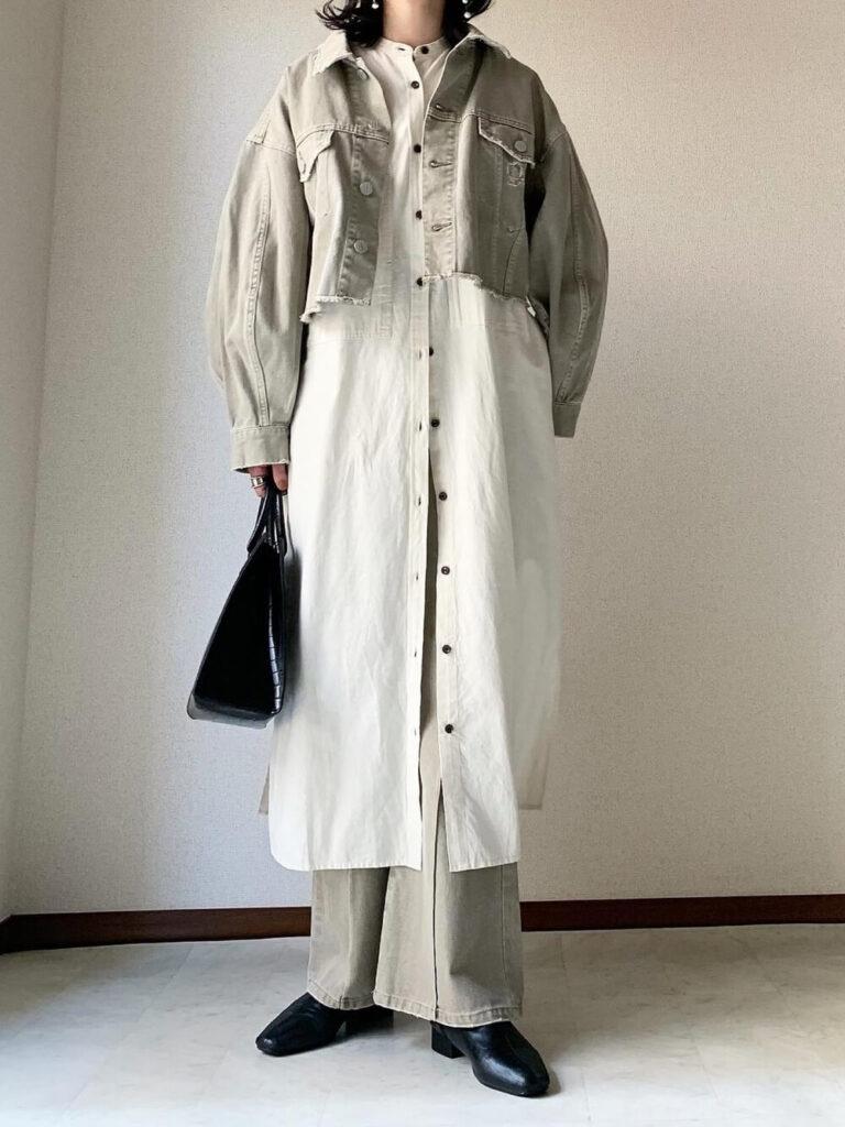 バンドカラーシャツワンピ×フレアデニム×黒のショートブーツ×デニムジャケット・Gジャンの冬コーデ