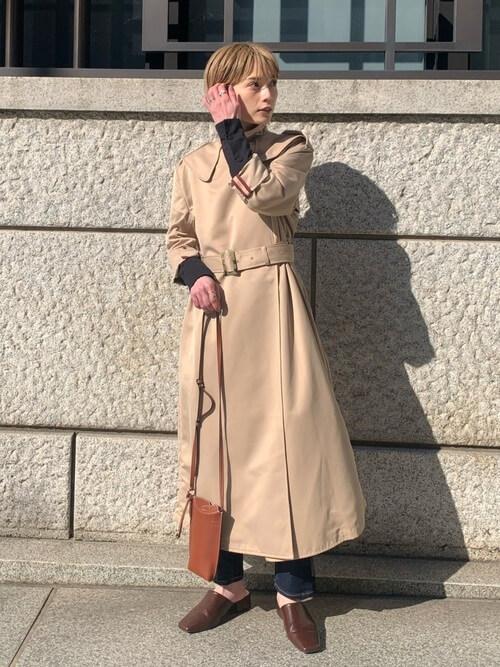 低身長さんのトレンチコートの着こなし方:ウエストマークで引き締め!