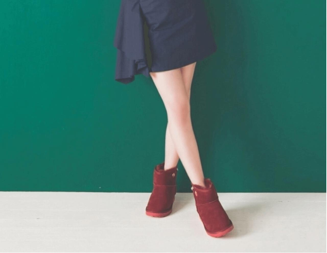 ムートンブーツ(赤)のコーデ!レディースに人気な赤ムートンブーツを紹介!